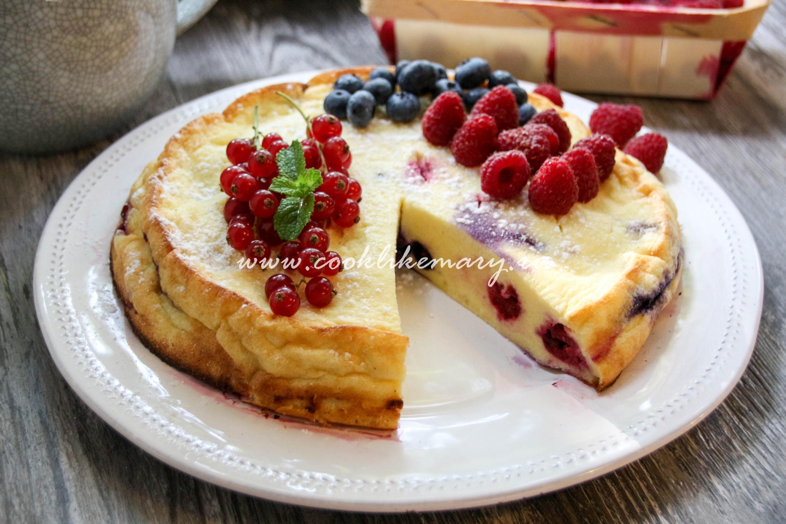 Творожный пирог со свежими ягодами