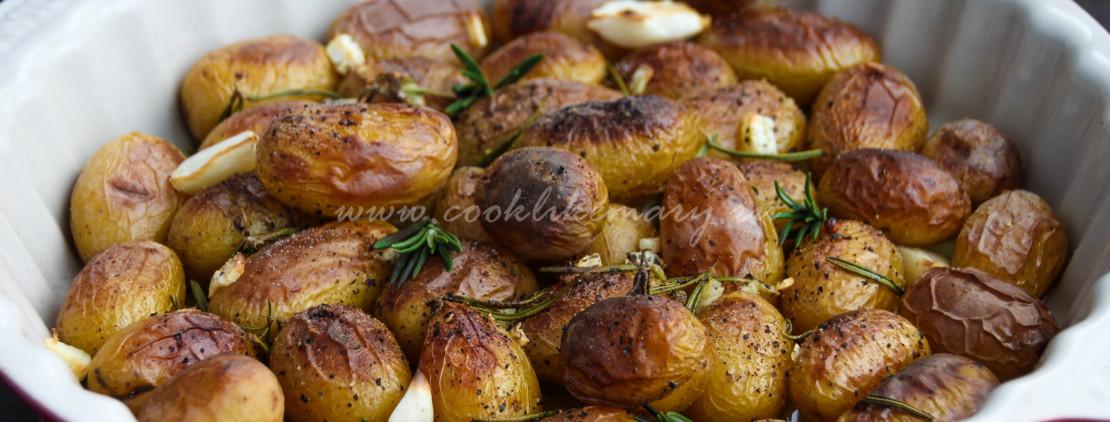 Рецепт запечённого в духовке картофеля с чесноком