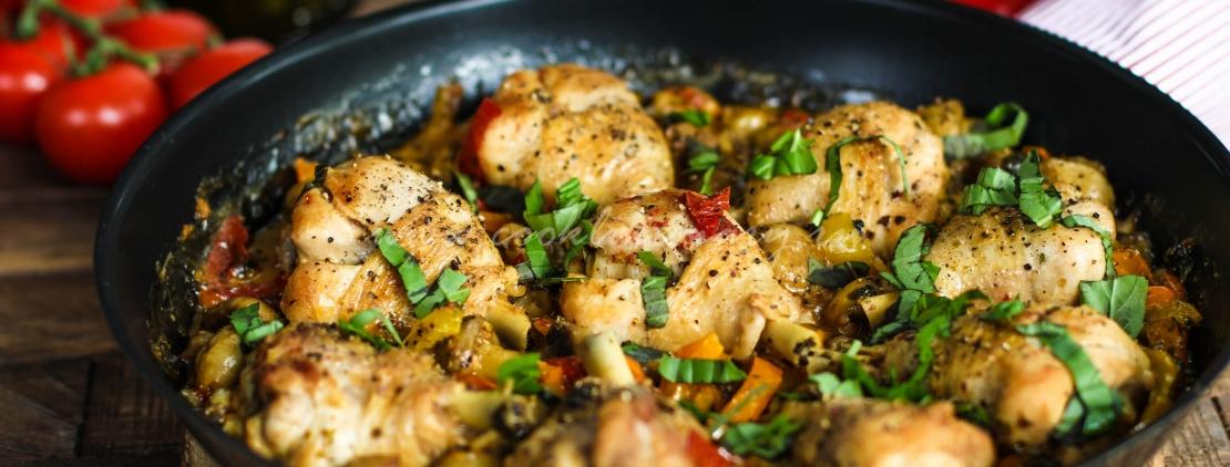 Тушеная в вине курица по-итальянски