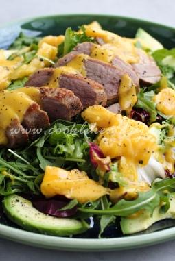 Салат с уткой и рукколой