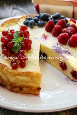 Рецепт творожной запеканки с ягодами