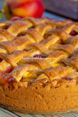 «Божественно вкусный» пирог с нектаринами и малиной