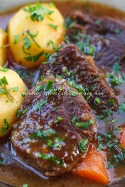 Вкусное жаркое из говядины с овощами