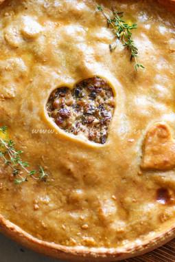 Вкусный сочный мясной пирог