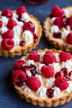 Тарталетки с ягодами и ванильным кремом
