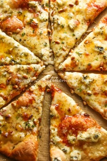 Пицца 4 сыра с трюфельным маслом