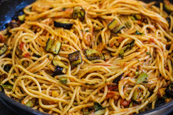 Спагетти с баклажанами и рикоттой