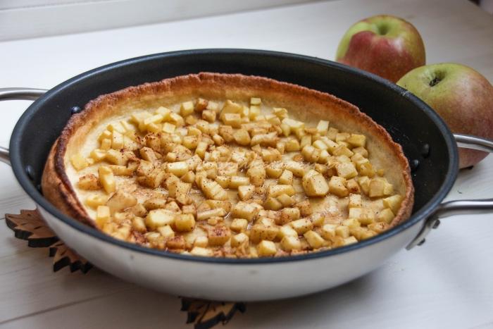 Голландские блинчики с яблоками
