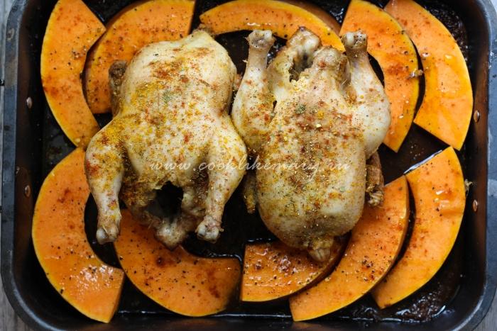 Курица, запеченная с тыквой в духовке