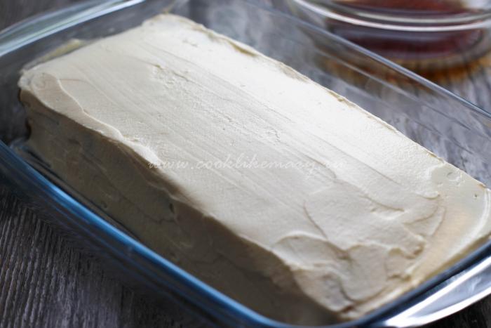 Покрытый кремом десерт тирамису