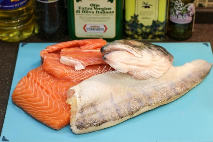 Ингредиенты для ухи с двумя видами рыб