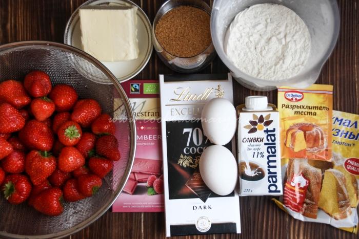 Ингредиенты для шоколадных маффинов с клубникой