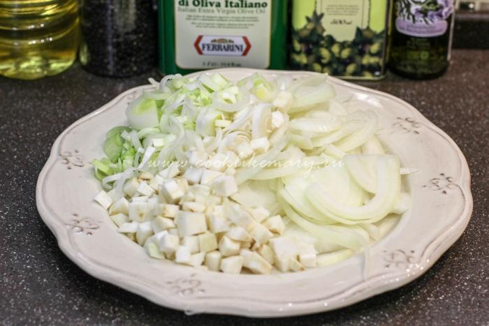 Нарезанные овощи для бульона