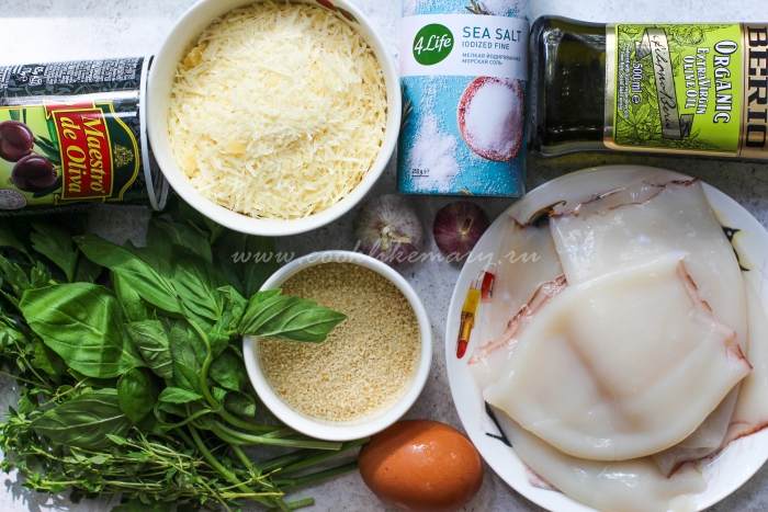 Ингредиенты для фаршированных кальмаров в томатном соусе