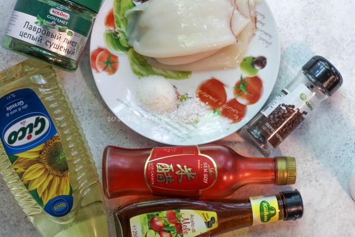 Ингредиенты для салата с  кальмарами и свежими овощами