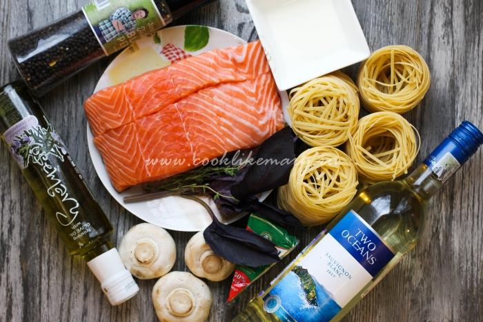 Ингредиенты для феттучини с лососем в соусе из голубой плесени