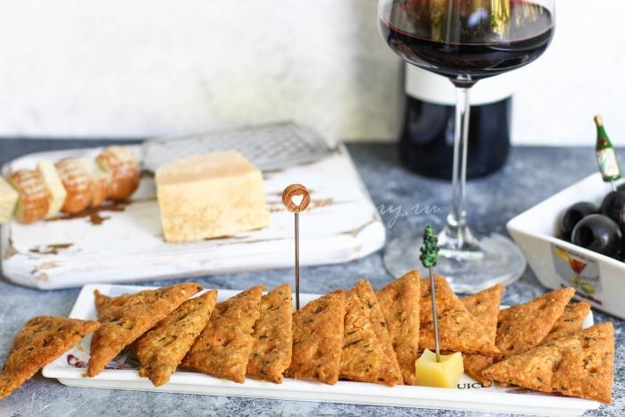 Готовые сырные крекеры