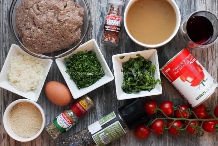 Ингредиенты для митболов в томатном соусе