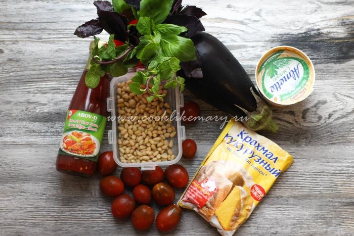 Ингредиенты для салата с хрустящими баклажанами и томатами