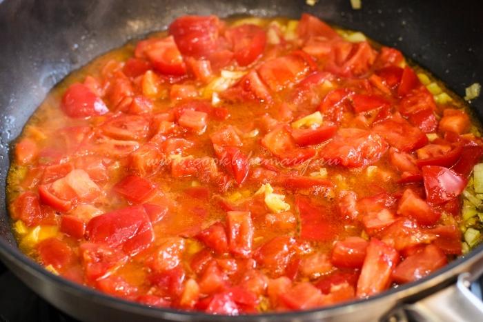 Приготовление соуса для спагетти с баклажанами