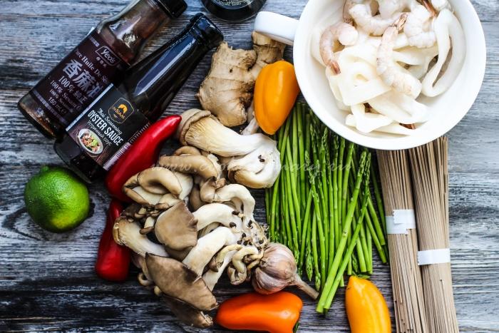 Ингредиенты для гречневаой лапши с морепродуктами