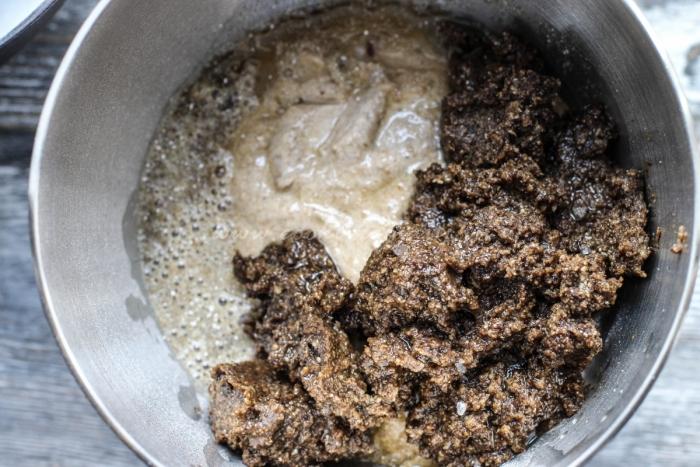 Процесс приготовления теста для бородинского хлеба