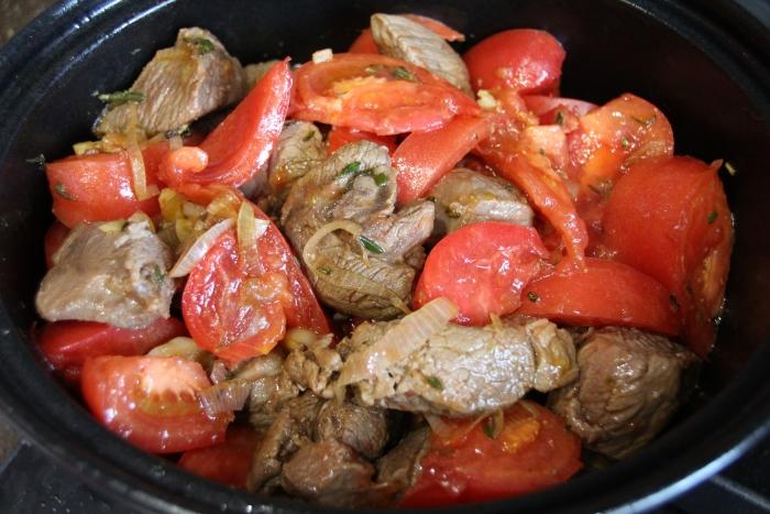 процесс приготовления рагу из баранины