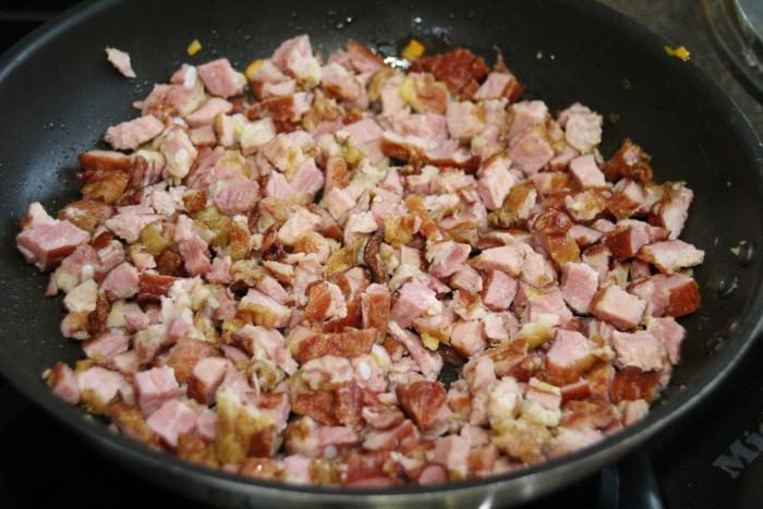 Мясо от копченых ребер