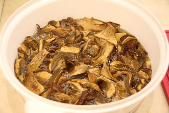 залитые кипятком грибы, для тушения с говядиной в духовке