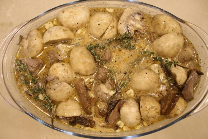 говядина с грибами запеченная в духовке