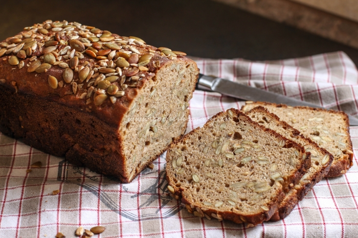 Ржано-пшеничный хлеб с тыквенными семечками