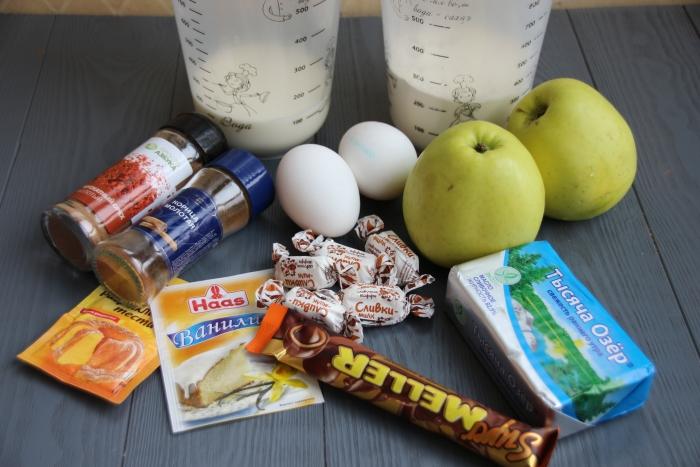 Ингредиенты по рецепту маффинов с яблоком и ириской