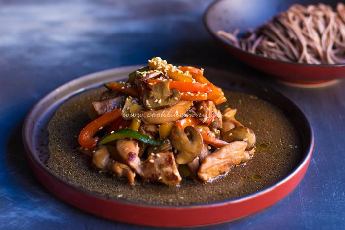 Курица с овощами терияки