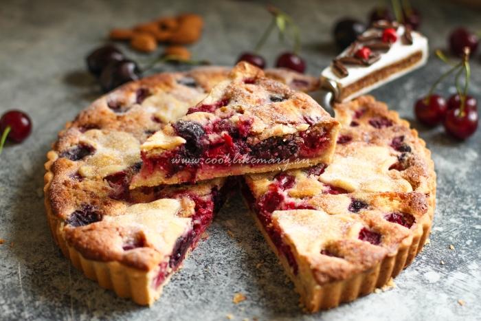 Миндальный пирог с вишней и черешней