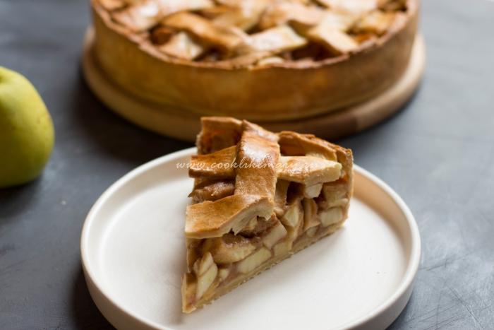 Разрез яблочного пирога