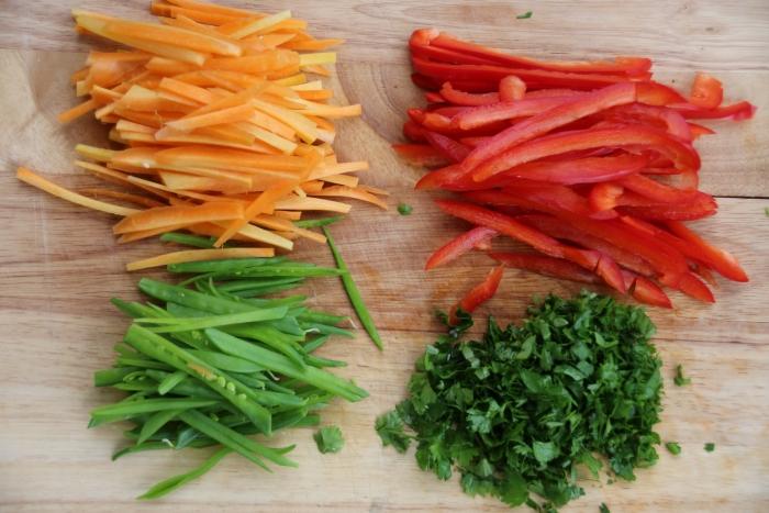 Как нарезать овощи для лапшы в азитском стиле