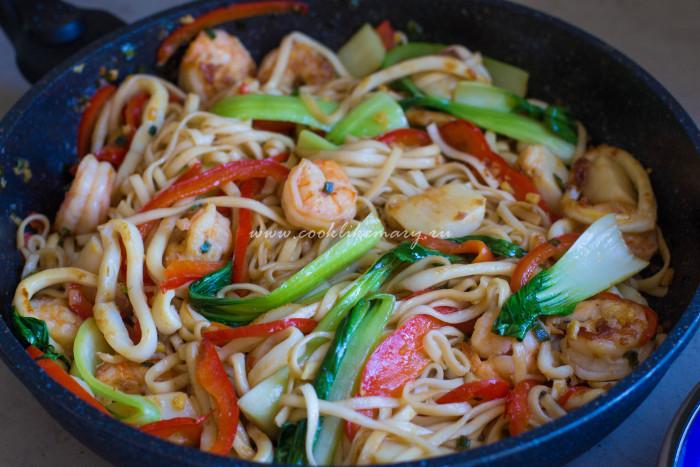Лапша с морепродуктами по-азиатски простой рецепт