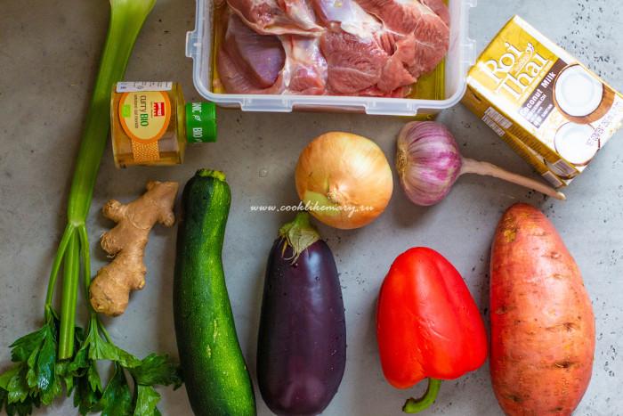 Ингредиенты для пряного карри с бедром индейки и овощами