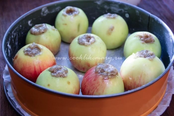 Целые фаршированные яблоки