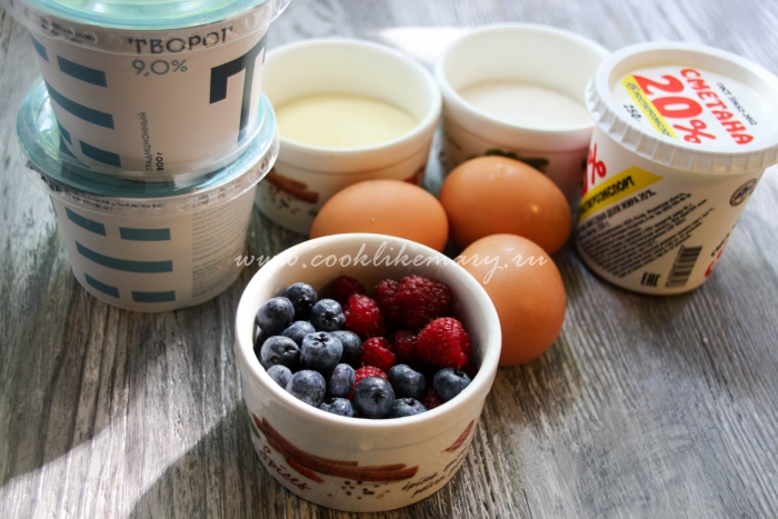 Ингредиенты для творожного пудинга с ягодами